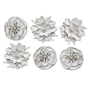 Flores-Artesanais-com-Perola-Branca-FLOR85---Toke-e-Crie